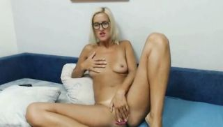 HOT Fit and Tall MILF from California Cam Video