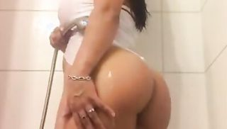 Sofia Silva at Shower