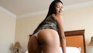 Asian babe gets hot fuck
